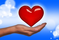 Ein Herz schwebt über eine geöffnete Hand als Zeichen für die Ausbreitung von Liebe