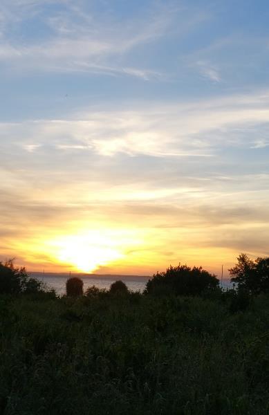 Romantischer Sonnenuntergang am Meer – einfach nur schön